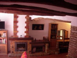 casa rustica 140m2 de 3 dormitorios saln y chimenea sof de obra cocina abierta con barra americana suelos de barro cocido y tratado vigas de madera - Salones Rusticos Con Chimenea